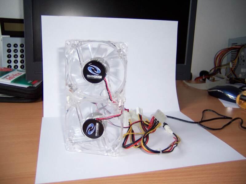 Mini ventilator din 2 coolere